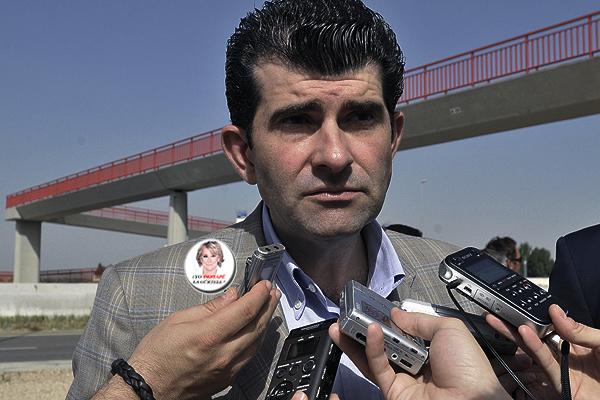 "Bartolomé González luce una chapa electoral de Esperanza Aguirre: "" Yo Destapé la Gurtell"""